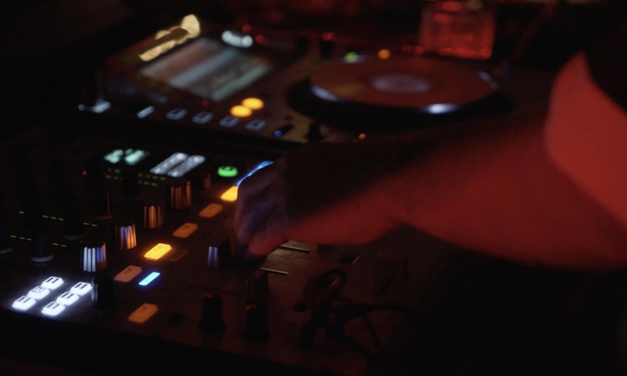 Simon Field DJ